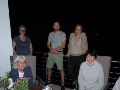 Stehend v. links n. rechts: Petra Zylla, Heino Büsing, Sonja Büsing / Davor Carina Hennecke und Sabine Wever-Gall